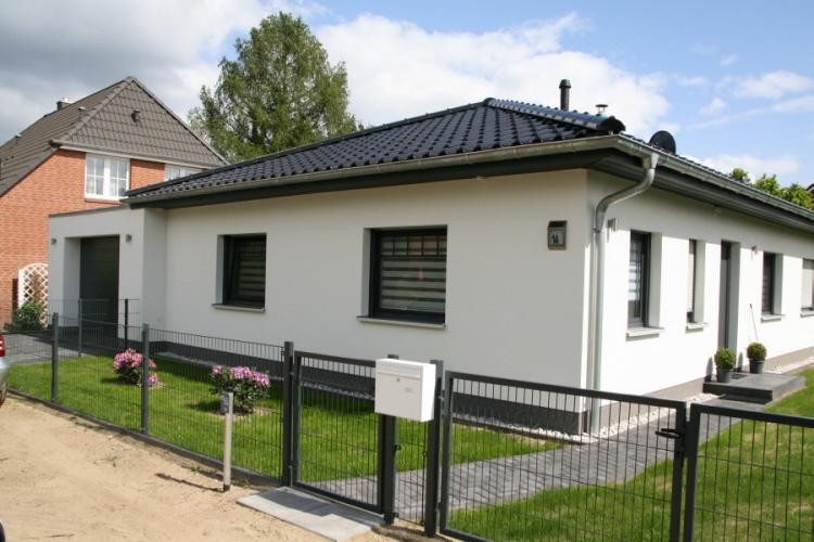 Bungalow mit garage m bel ideen innenarchitektur for Bungalow garage